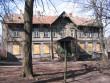 J. Liivi 5 hoone esivaade pärast elanike lahkumist ja esimese korruse aknaavade sulgemist. Foto Egle Tamm, 11.04.2014.