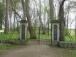 Vana-Vigala mõisa kalmistu värava vaade. Foto K. Klandorf 07.05.2014.