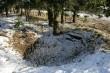 Vaade kalmistul olevale varasemale sissekaevele. Foto: Mari Lõhmus, 24.03.2008.