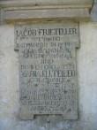 Üks Telleri kabeli raidkividest (kabeli valmimisaeg ja kabelisse maetud inimeste nimed). Foto Egle Tamm, 16.05.2014.