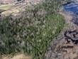 Tõrva Tantsumäe asukoht Õhne jõe vasakkaldal. Vaade kagu poolt. Linnuse platoo keskel vasakul. Foto: Ants Kraut, Tanel Moora, 01.05.2013.