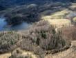Karula maastik Rebasemäe ümbruses. Linnus - heledam kuppel ülal keskel. Vaade loode poolt. Foto: Ants Kraut, Tanel Moora, 01.05.2013.
