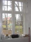 Palmse mõisa valitsejamaja 15896. vaade remonditud aknale ja luukidele.  Autor Anne Kaldam  Kuupäev  15.04.2008