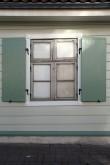 Elamu Rakveres Pikk t. 21, reg. nr 15733. Vaade Pika tänava-äärsele fassaadile, uued aknaluugid ning sepisdetailid. Foto: M.Abel, kp 30.09.2014