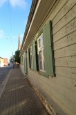 Elamu Rakveres Pikk t. 21, reg. nr 15733. Vaade Pika tänava-äärsele fassaadile, vasakpoolne osa restaureeritud, parempoolne ootab oma järge. Foto: M.Abel, kp 30.09.2014