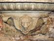 P. De la Gardie ja S. Gyllenhielmi hauamonument-sarkofaag ja epitaaf, A. Passer, 1589-1595 (dolomiit, Märjamaa kivi, graniit, osaline kullatis). Sokli parempoolne alaosa pärast konserveerimist. Foto: Sirje Sorok, 7. sept. 2014