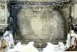 P. De la Gardie ja S. Gyllenhielmi hauamonument-sarkofaag ja epitaaf, A. Passer, 1589-1595 (dolomiit, Märjamaa kivi, graniit, osaline kullatis). Epitaafi tekstitahvel, foto: Sirje Sorok, 02.10.2014.