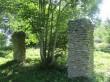 säilinud on paekivist postid. Kas need on mõisa ajaloolised majandussissesõidu väravatest või 20.saj alguse kaardil olevast küünist, vajab täpsustamist;
