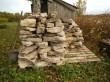 Habaja  mõisa tuuleveski on  avariilises seisukorras,  müüritisest välja kukkunud kivid on laotud, et restaureerimisel neid taaskasutada  2014  Ly Renter