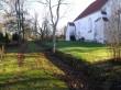 Vaade kirikuaia põhjaosale, kalmistu ja kirikuaia vaheline piirdemüür . Foto Silja Konsa 5.11.15.