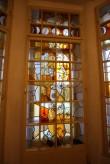 """Sündide registreerimise saal. Dolores Hoffmanni aknavitraažid (1982). Valmistanud meister B. Morejev, klaas Riia kombinaadist """"Maksla"""", teostas Kunsttoodete kombinaat ARS. Foto: Eero Kangor, 8.01.2016"""