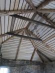 Vasta mõisa sepikoja katus. Tumedam materjal on pärit vanast konstruktsioonist. 12.10.2016