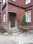 Kastani 9 ühe korteri uus varikatus ja trepipiire. Foto Egle Tamm, 13.11.2014.