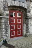 Elamu, 1905. a. ja Tallinna Linna Poeglaste Kaubanduskooli hoone. Peauks. 25.07.2016. Foto: Timo Aava