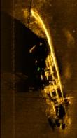Külgvaate sonari kujutis vrakist. SubZone Oy 2013.