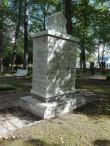 Paides Reopalu kalmistul asuv II maailmasõjas hukkunute ühishaud, hauamonumendi vaade. Foto: Karen Klandorf 07.09.2016