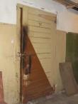 Vabaduse pst 1 keldrikorruse külmkambri vana uks. Foto Egle Tamm, 08.02.2017.