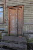 Kopli 99. Külgmise trepikoja uks. 04.04.2017. Foto: Timo Aava