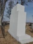 Vabadussõjas hukkunute matmispaik mälestussambaga Järva-Peetri kirikuaias, ausamba tagumine külg. Foto: K. Klandorf 10.04.2017.