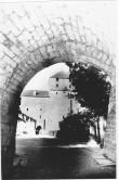 Vaade Kuressaare Linnusele valli sees asuvast tunnelist. Foto: Kuressaare Linnavalitsuse arhiiv.