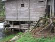 Vesiveski tagakülg, vundamendi halb seis.  Autor Viktor Lõhmus  Kuupäev  15.05.2009