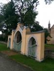 Simuna kirikuaia piirdemüür, vaade peaväravale. Foto: M.Abel, kp 15.09.17