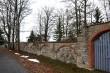 Võisiku mõisa kalmistu piirdemüür lõunapoolne jooks kesksest väravast  Aeg: 30.10.2017 Foto: Sille Raidvere