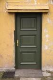 A.M.Luther Vineeri- ja Mööblivabriku töötajate elamu Vana-Lõuna t. 35. Restaureeritud uks tagaküljel. 09.11.2017. Foto: Timo Aava