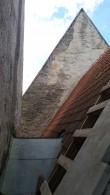 Valjala kirik. Vaade kooriruumi, pikihoone ja torni vahelisele alale. Foto: Keidi Saks, 02.08.2017