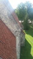 Valjala kiriku põhjapoolse külje katused - esiplaanil kooriruumi katus, taamal pikihoone katus. Foto: Keidi Saks, 02.08.2017