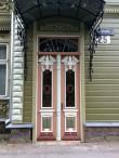 Kastani 25 restaureeritud uks. Foto Egle Tamm, suvi 2017.