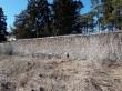 Arkna mõisa piirdemüür. Foto: Raili Uustalu 13.04.2018. Vaade seest poolt piirdemüüri suunas.