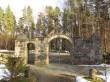 Vaade Hellamaa kalmistu väravast Hellamaa õigeusu kiriku suunas. Foto: Keidi Saks, 12.04.2018