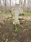Puhastatud hauatähis Karja vanal kalmistul. Foto: Keidi Saks, 24.04.2018