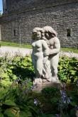 "Skulptuuri ""Aadam ja Eeva"" autorikoopia Seitsme Linnuse pargis (Ellen Kolk, 2008). Foto: Eero Kangor, 5.07.2018"