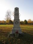 Vabadussõja mälestussammas Kihelkonna kalmistul, foto esiküljest. Foto: Keidi Saks, 17.10.2018