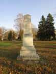 Vabadussõja mälestussammas Kihelkonna kalmistul, foto tagaküljest. Foto: Keidi Saks, 17.10.2018