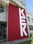 """Saare KEKi haldushoone esiküljel taastatud supergraafika """"KEK"""". Foto: Keidi Saks, 26.07.2018"""