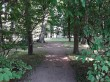 Mõdriku mõisa park. Foto: Raili Uustalu 18.06.2018. Vaade pargi  regulaarses stiilis rajatud alale ja monumendile.