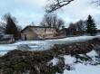 Udriku mõisa piirdemüürid. Foto: Raili Uustalu 07.12.2018. Vaade piirdemüürile. Taamal on Udriku mõisa kasvuhoone.
