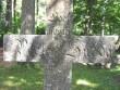 Kärla kalmistul paiknev helilooja Peeter Süda(1883-1920) vanaonu, koolmeister Peeter Südda hauatähis - raidkivikalligraafia suurepärane näide. Foto: Mihkel Koppel. 2008 suvi.