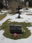 Pidula lahingus langenud 8-le Venemaa armee sõdurile paigaldatud mälestuskivi ja malmrist. Taamal II maailmasõjas hukkunute ühishaud. Foto: Keidi Saks, 20.02.2019