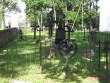 Väike-Maarja kirikuaed ja kalmistu, reg nr 5818. Vaade idast kirikaia lõunapoolsele osale üle piirdemüüri. Foto: Anne Kaldam, 04.08.2009.