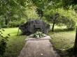 Tudu kalmistu. Foto: Raili Uustalu 15.08.2019. Mälestuskivi kalmistul.