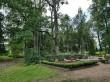 Tudu kalmistu. Foto: Raili Uustalu 15.08.2019. Hauaplatside kujundused tulevad esile kalmistu üldpildis. Puudegrupid on harvendatud.