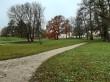 Uuemõisa mõisa park. Foto: Raili Uustalu 18.10.2019. Kaugvaade pargiteelt valitsejamaja suunas.