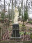"Vaade Kõpu kalmistule Skulptuur  ""Naine lillepärjaga"", A. Weizenbergi , 1915  Foto Anne Kivi  20.11.2009"