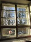 Koolimaja aken, sisevaade. Foto: Keidi Saks, 11.02.2020.