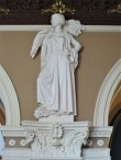 Demeteri skulptuur troonib vestibüüli üht pilastrit. Foto: Henry Kuningas 28.03.2018