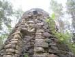 Peamised kahjustused esinevad tuulikukehandil uste kohal, kus silluste läbimädanedes on vihmavesi hakanud savi-lubimördil sideainet välja uhtuma, mis on põhjustanud kivide väljalangemise. Foto: M.Koppel. 2009